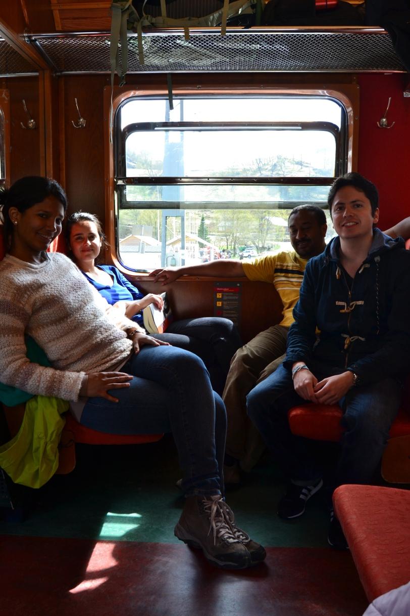 Sentados en el tren